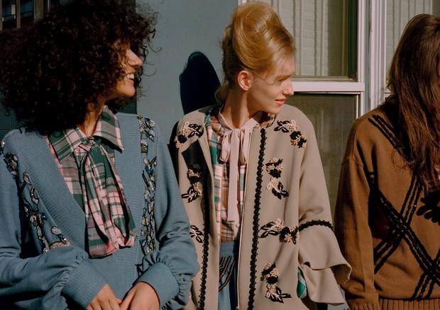 Casacos, vestidos, camisas e tricôs, tudo PatBo (Foto: Zee Nunes)