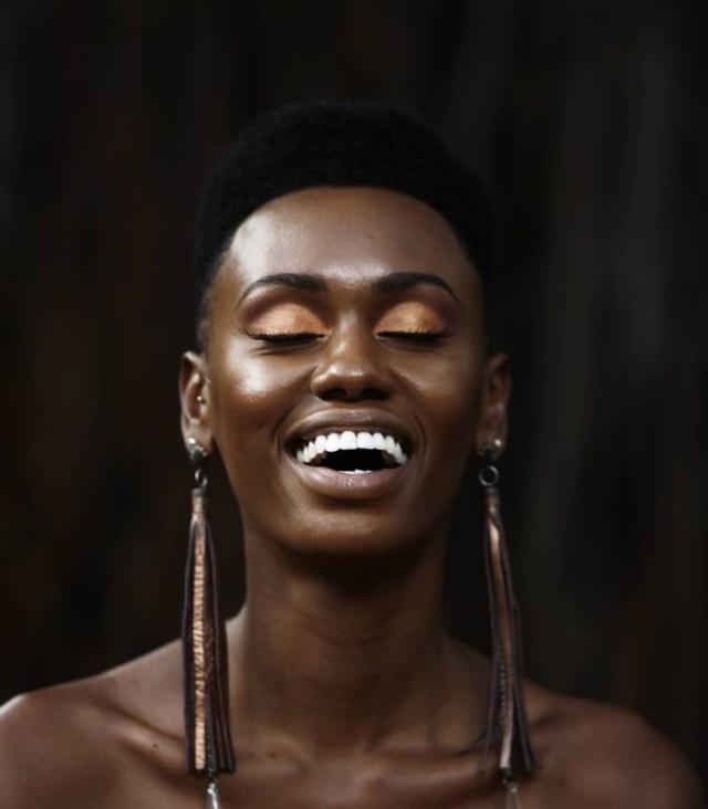 A maquiadora Dani conta que para o dia a dia é melhor evitar a sombra prata (Foto: Reprodução / Instagram)