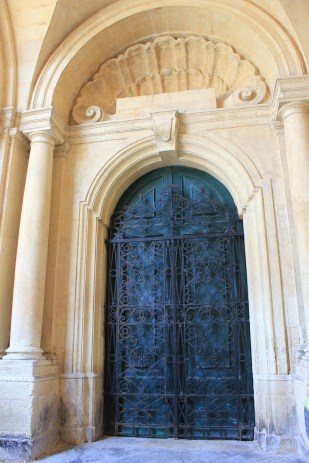 cool doors are not hard to find in Valletta