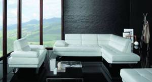 белые диван и два кресла