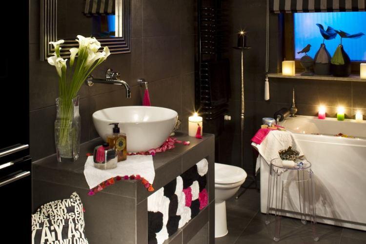 Идея для интерьера: красивая ванная комната в темных тонах