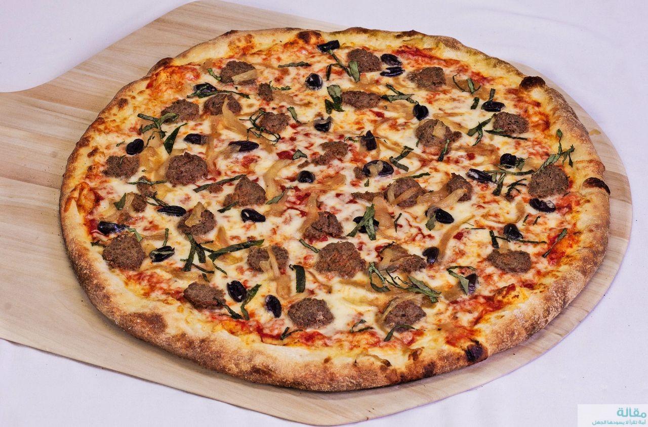 طريقة عمل بيتزا مع كرات لحم مفروم