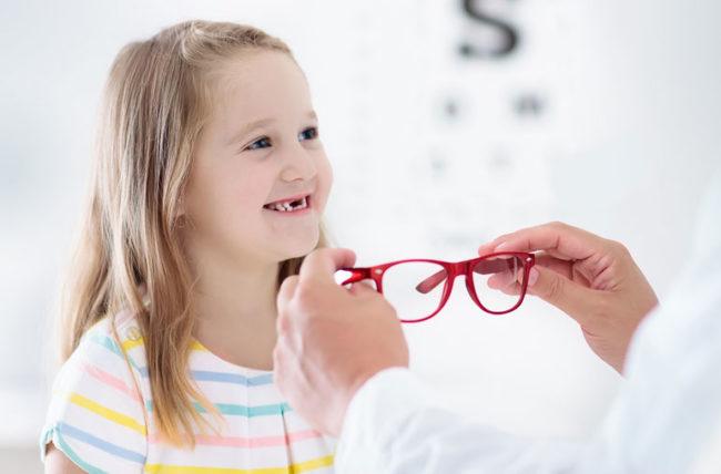 متى يجب أن تأخذ طفلك لفحص العين؟