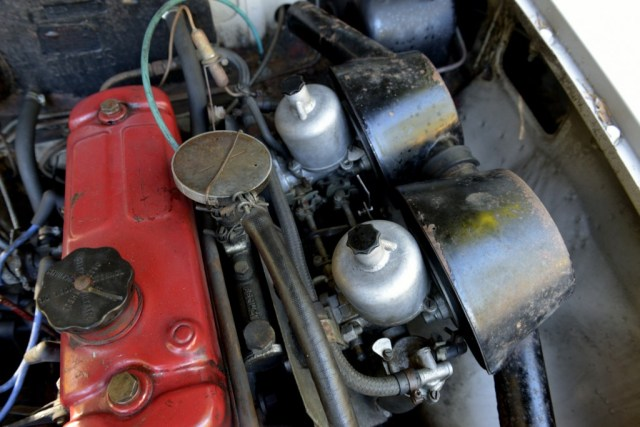1967 MGB GT engine carburetors and air filters before cleaning