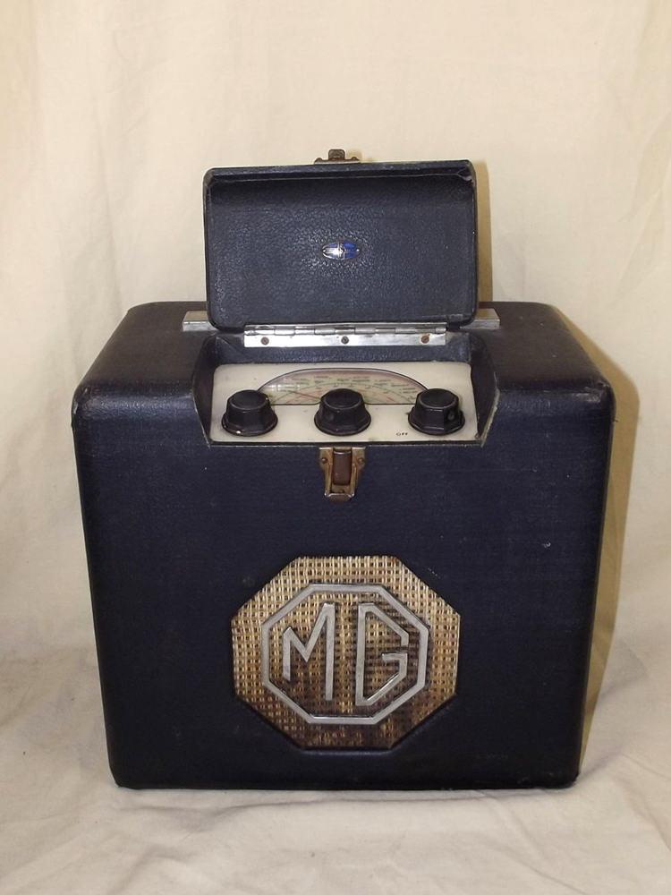 MG 1940's Portable Valve Radio by Roberts Radio