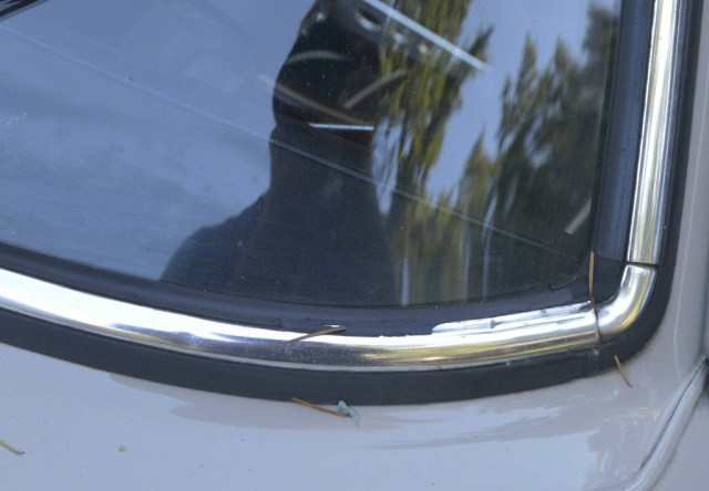 MGB GT windshield rubber glazing