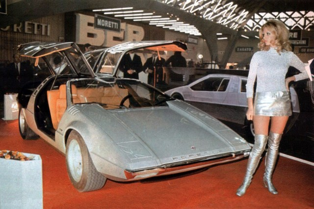 Porsche girl with Porsche Tapiro by ItalDesign