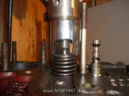 Using the socket valve spring compressor