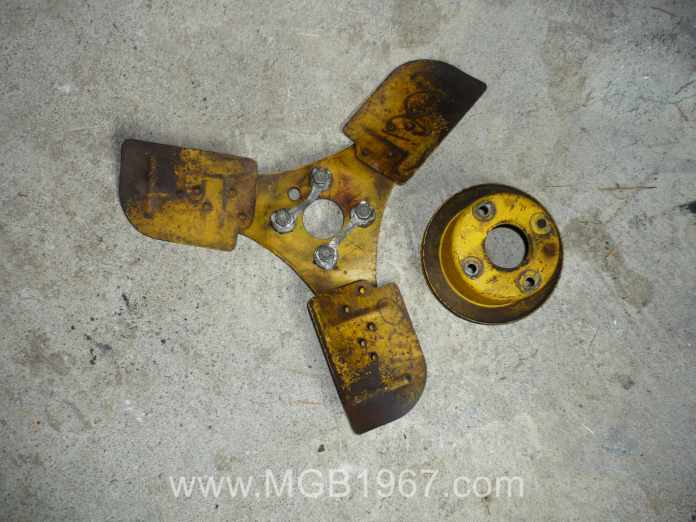 1967 MGB GT 3 bladed fan and pulley