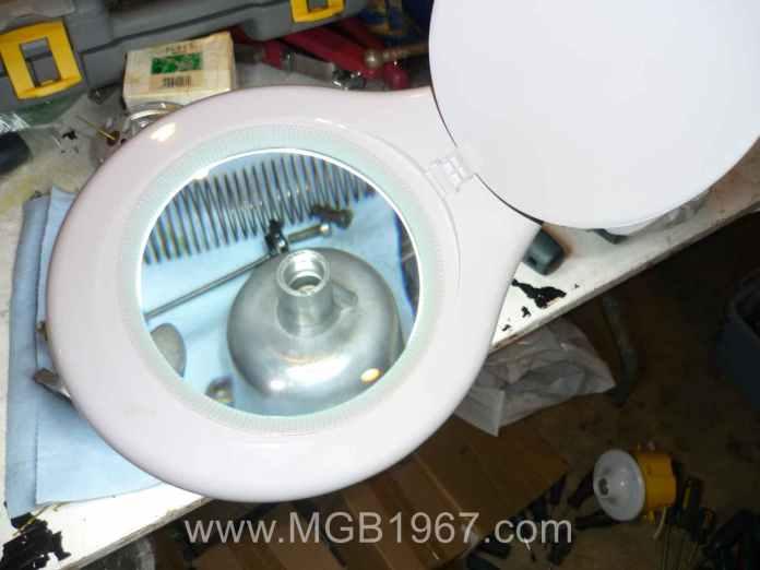 Magnifying lamp and SU carburetor