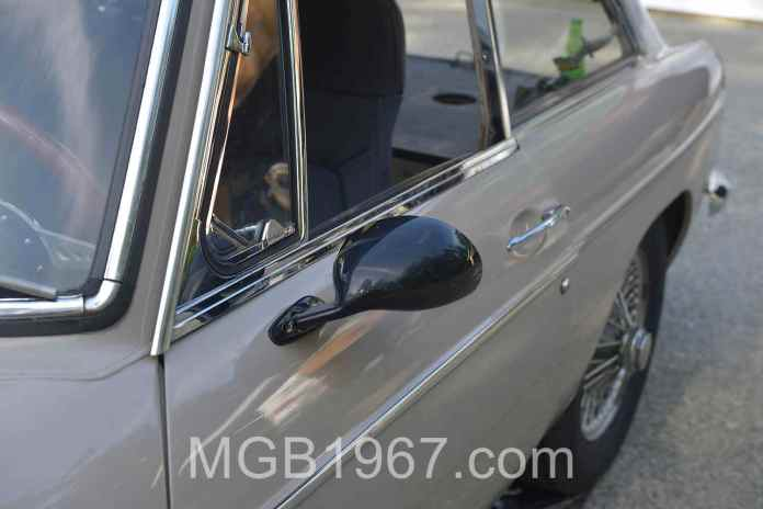 Vitaloni California mirrors on the MGB GT