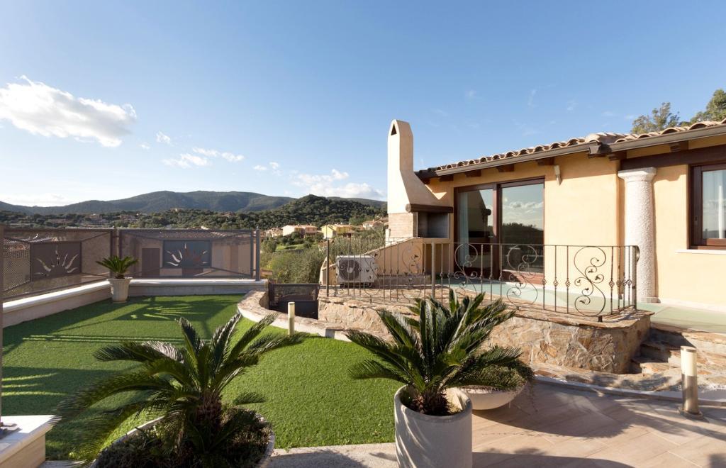 Villa Acquamario con piscina privata sud Sardegna  Sardinia Natour