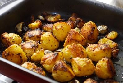 roast-potatoes-in-pan