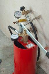 Pompa-per-la-pressurizzazione-con-strumento-help-fornito