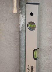 esempio-uso-livella-magnetic-per-montaggio-condizionatori