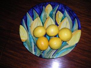 The ripe lemons, ready to use