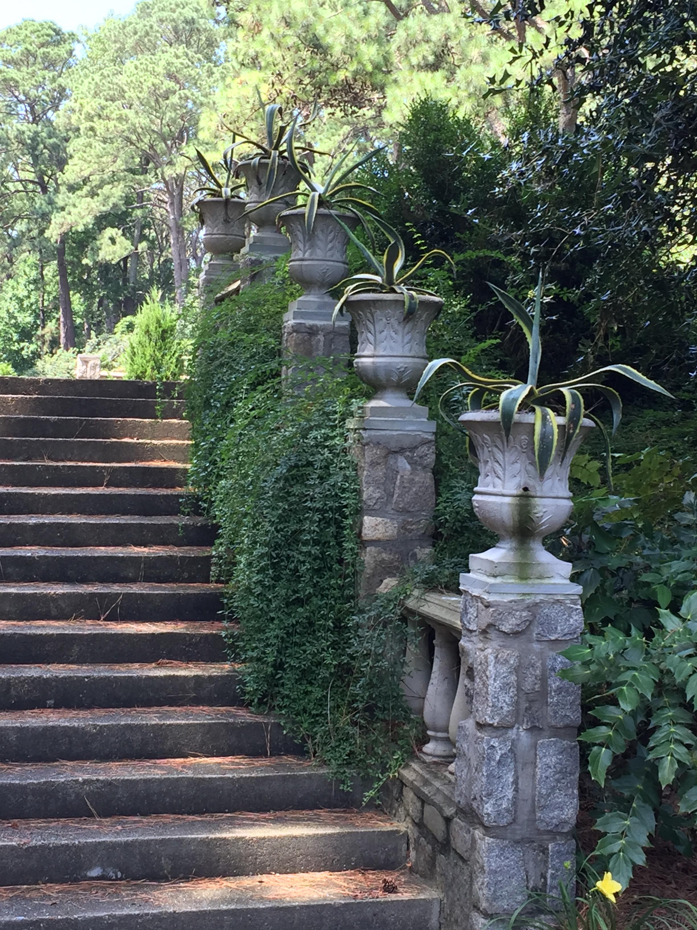 Steps leading to the Renaissance Court. Photo © 2018 Elaine Mills.