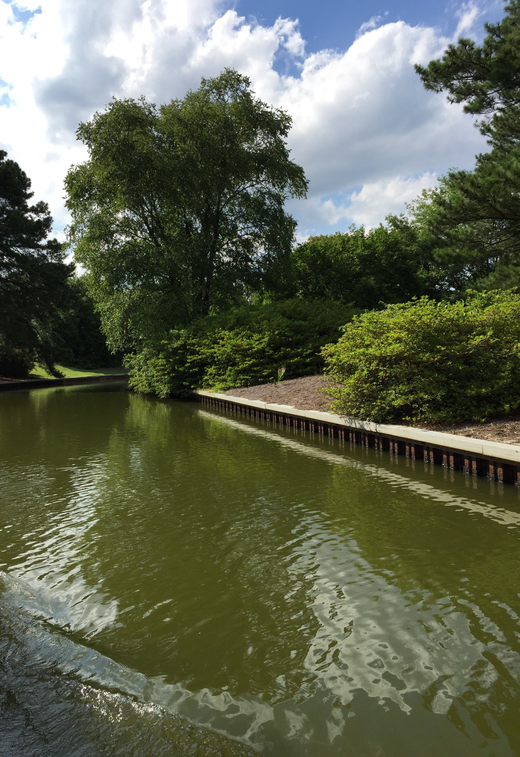 Traveling the canal gives an alternative view of the garden. Photo © 2018 Elaine Mills.