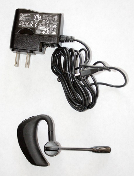 Plantronics-Voyager-Pro-HD-charger.jpg