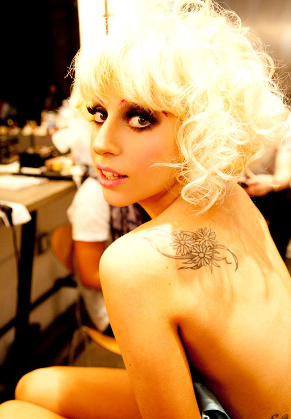 Bored Criticized, Lady Gaga Wants Shown Without Clothes