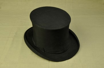 Men's Opera Hat. A collapsible top hat. Purchase in Harrod's London in 1920 by Mr Leigh Bannister.