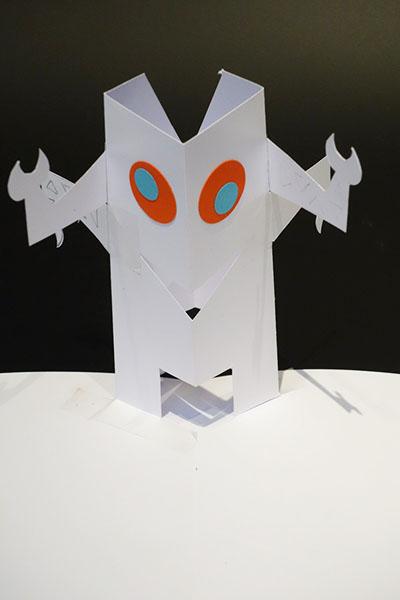 Robot, projet réalisé pendant la formation © Institut du Pop-up – Michel Ferrier
