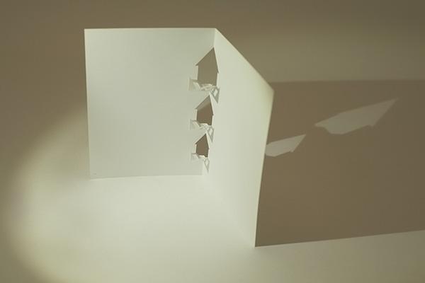Carte en kirigami, motif Maisons, vue de profil