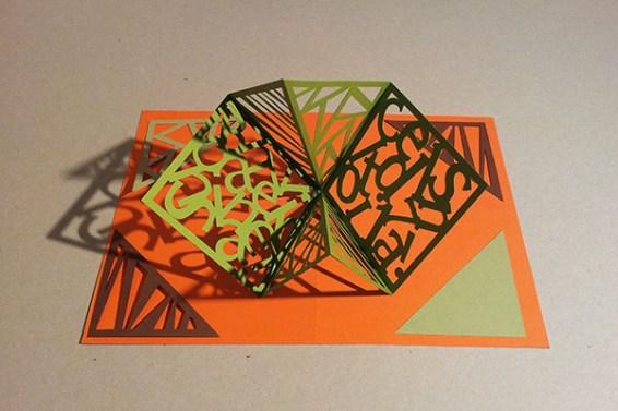 Carré d'anniversaire abstrait vert-orange, avant montage