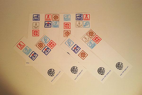 Recyclage des chutes de papier en marque-pages tamponnés, motifs Marine