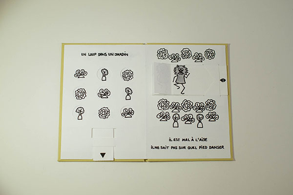 """Projet de livre pop-up """"Variation pour un loup et un jardin potager"""", page 1, vue de dessus avec tirettes rentrées"""