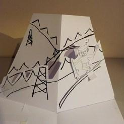 Carte d'anniversaire personnalisée en pop-up, maquette de travail. Skieur.