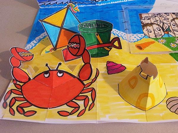 Carte d'anniversaire personnalisée en pop-up, version de travail démontable. Scène de la plage.