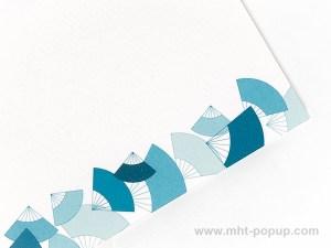 Carte Kirigami avec frise Eventails couleur bleue, détail motif frise