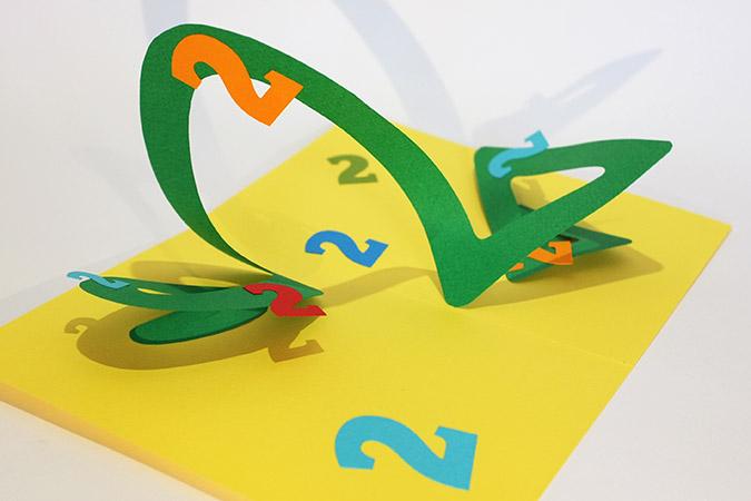 Atelier pop-up autour de la spirale en 8. Version combinant un cercle et un triangle et formant le chiffre 2