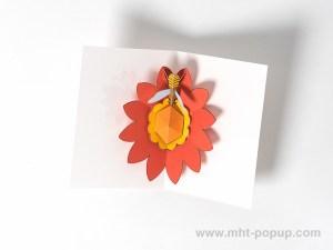 Carte pop-up Fleur avec abeille, rouge, intérieur vu de dessus