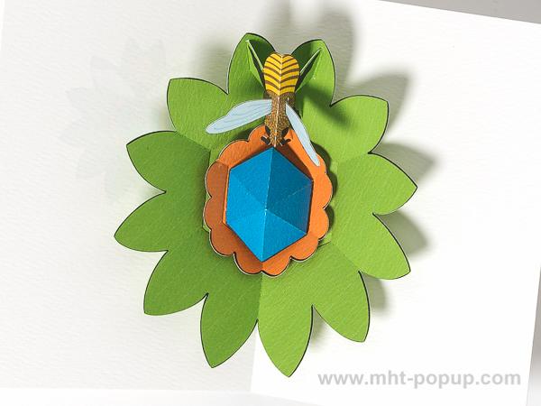 Carte pop-up Fleur avec abeille, vert, détail intérieur carte