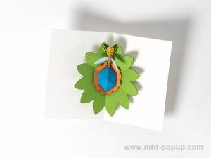 Carte pop-up Fleur avec abeille, vert, intérieur vu de dessus