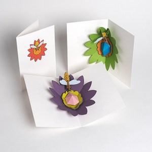 Cartes pop-up Fleur avec abeille, 3 versions colorées
