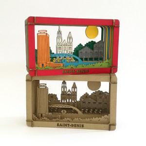 Dioramas avec éléments du patrimoine de Saint-Denis (Basilique, canal, marché, tour Pleyel…), à monter soi-même. Vue d'ensemble