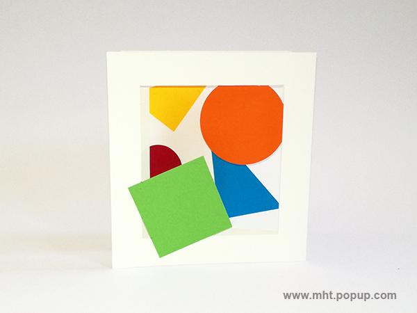Cartes pop-up forme triptyque avec pliage en accordéon, motifs géométriques en papier de couleur, vue de face repliée