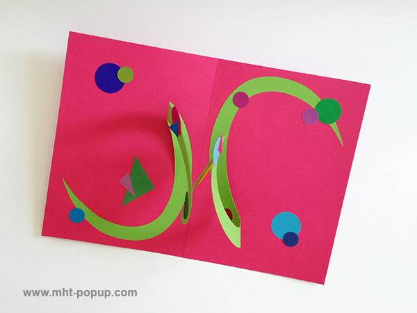 Carte pop-up Spirale motifs abstraits, rose-vert, vue de dessus. Pièce unique signée