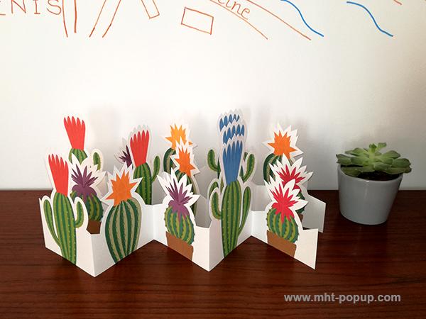 Frise Fleur de cactus, 5 panneaux découpés, 3 frises dépliées mises en espace