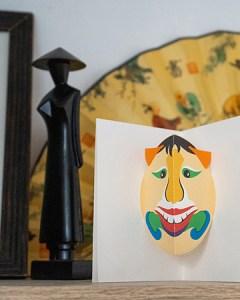 Carte Masque du Vietnam Grandes dents mise en scène par Léa Lalonde, agence Boujou bien !