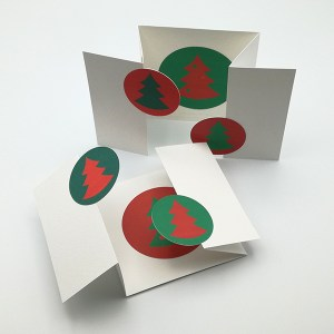 Cartes de vœux à volets motifs sapins, vue d'ensemble avec les 2 variantes de couleur