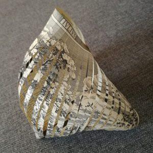 Coquillage en papier découpé à partir d'un journal ancien