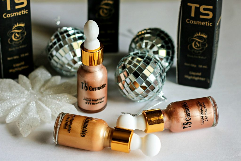 ts cosmetics highlighters, ts cosmetics liquid highlighters, ts cosmetics highlighter retro rose gold, ts cosmetics highlighter sun kissed, ts cosmetics highlighter gold glow, best liquid highlighters, best liquid highlighter in india, affordable liquid highlighter, face highlighters, best face highlighter in india,best highlighter for indian skin tone, face highlighter online india, best highlighter for dry skin in india, rose gold highlighter, best liquid illuminator, best liquid highlighter