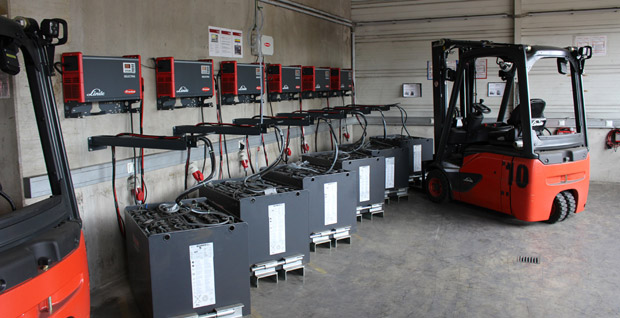 Quehenberger Logistics optimises its fleet of forklift trucks with battery charging technology from Fronius