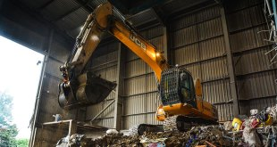 JCB machines put Economic Skips on top of the pile