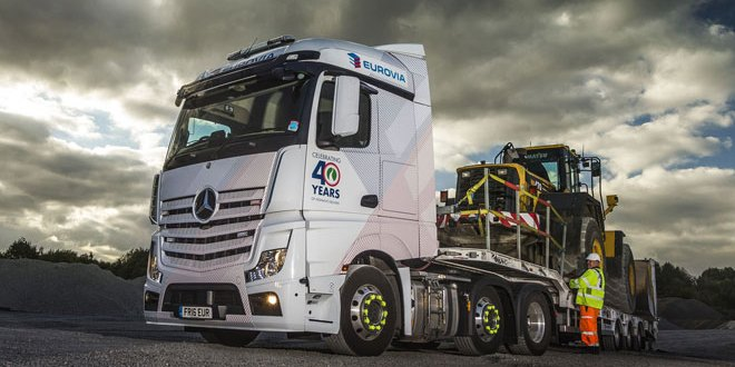 Eurovia puts safety first with Mercedes-Benz Actros and King low-loader