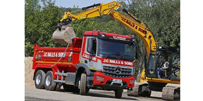 JC Balls chooses flexible Mercedes-Benz Arocs six-wheeler over its 8x4 big brother
